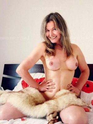 Azeline escorte wannonce massage érotique à Ploemeur